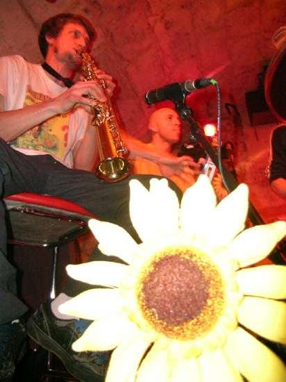 images/jazzclub/tong%20upld5.jpg